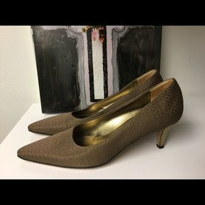 Salvatore Ferragamo fabric kitten heel pumps size8